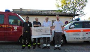 Spendenübergabe für die Helfer-vor-Ort-Fahrzeuge der DRK-Bereitschaft Weilheim/Teck