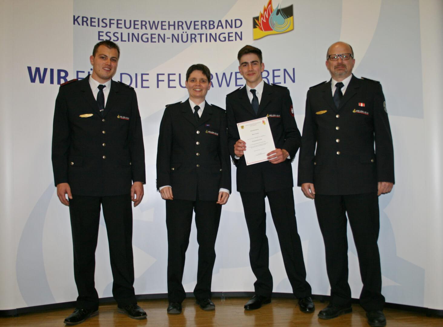 Marco Schüle (2.v.r.) wurde von Daniela Lohrmann (2.v.l.) aus dem Amt des Kreisjugendsprechers verabschiedet.